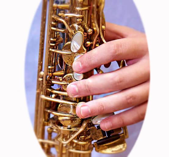 уроки саксофон левая рука